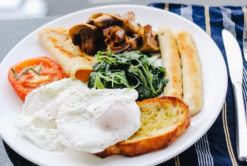 Having a wholesome breakfast is one of the nutritional requirements for athletes
